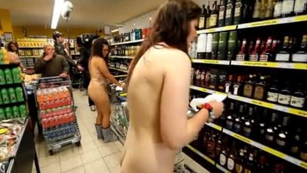 Promoci N Varias Personas Desnudas Se Llevaron Productos Gratis
