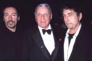 14234766951625Bruce Springsgteen, Frank Sinatra y Bob Dylan, en la presentación de 'Shadows in the nigth'.