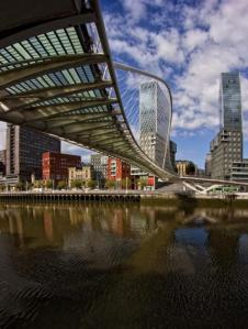 4641988_640px55. Puente Zubizuri de Bilbao (Vizcaya, País Vasco)