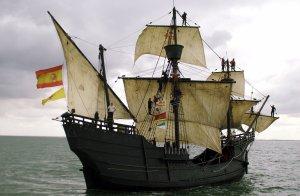 """Sanlúcar de Barrameda  22 de Abril  """"La expedición ha servido para que todo el mundo conozca al español Juan Sebastián de Elcano y también para que los tripulantes de la nao, que zarparon como novatos, vuelvan como unos veteranos"""", afirmó José Luis Ugarte (Getxo, 1928), el experto marino responsable de la navegación de la nao Victoria, sobre la cubierta de la misma, atracada al muelle de Sanlúcar de BarramedaLa nao Victoria, que zarpó de Sevilla el 12 de octubre de 2004, ha repetido el viaje que el 10 de agosto de 1519 iniciaran también en el puerto hispalense los cinco barcos que componían la expedición de Magallanes con el objetivo de encontrar un paso que uniera el Atlántico con el Pacífico y llegar a través del mismo a las islas Molucas, productoras de las entonces valiosísimas especias 171/Cordon Press"""