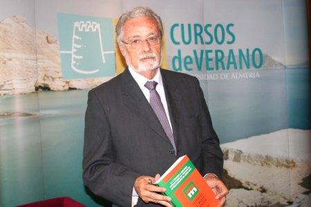foto-del-defensor-del-pueblo-andaluz-en-los-cursos-de-2015